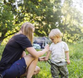 mere-avec-enfant-applicant-insectifuge